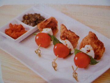 chicken-chunks-on-caprese-skewers