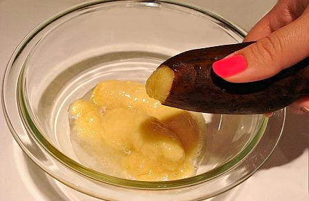 squeezing-thawed-banana